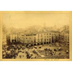 2 FOTOS: PLAÇA MERCAT DE VIC (A) -TORRE CAPUCHINS PRESÓ i FORTÍ (B). Ph. J. YLLA