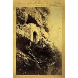 2 FOTOS: COVA DELS STS. MARTIRS DE VIC. MASSIES DE VOLTREGA (A) -PUENTE (B). Ph. J. YLLA