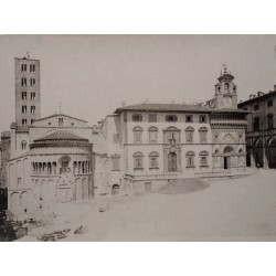 LUCCA, Piazza Grande e il Palazzo dela Fraternita. ALINARI Phot.